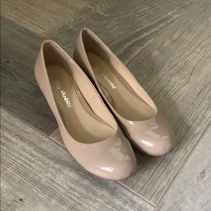 Nude Dirty Laundry Wedges